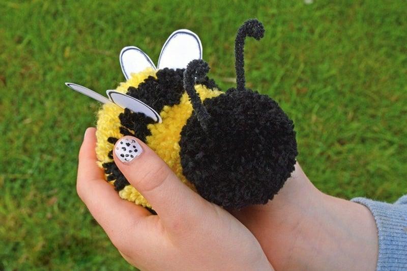 herrliche Biene aus Pom Poms selbstgemacht