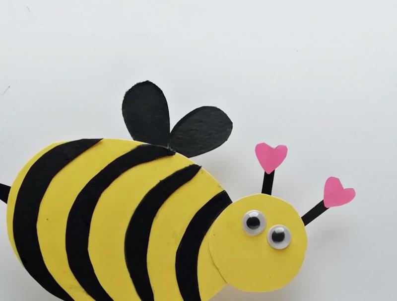 DIY Biene mit Wackelaugen