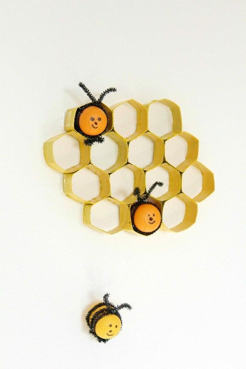 Bienen basteln mit Bienenwabe Papier