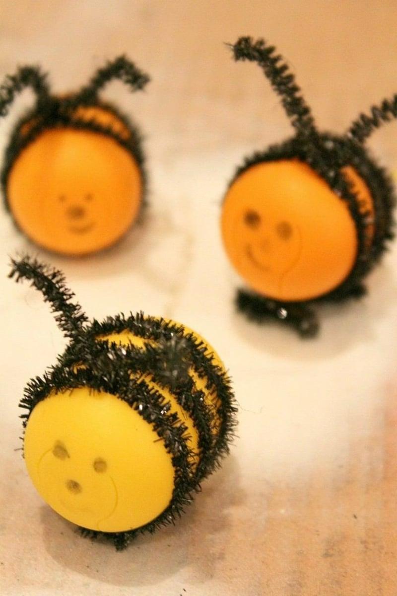 Bienen basteln Überraschungseier