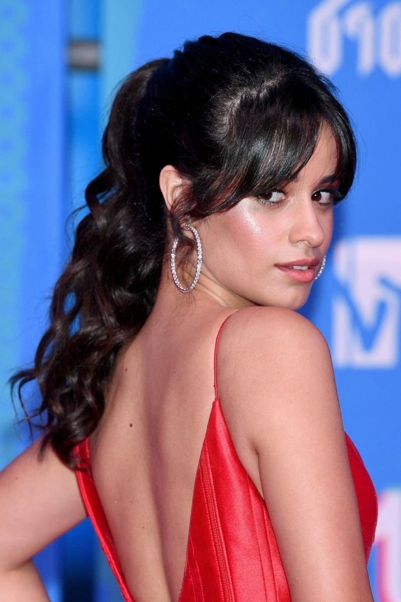 Camila Cabello Curtain Bangs Pferdeschwanz