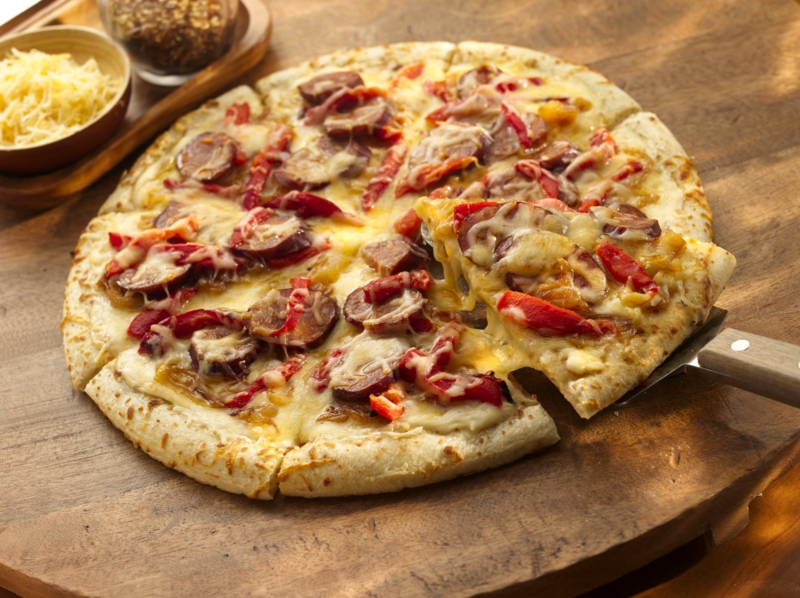 Chorizo Pizza mit Pilzen