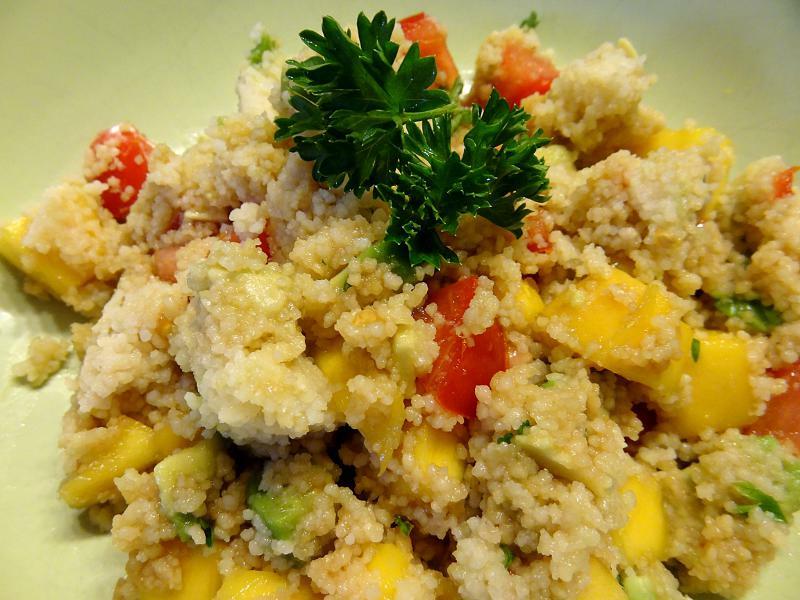 Salat mit Couscous und Mango exotisch