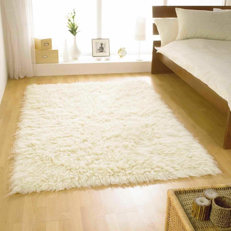 Flokati Teppich reinigen Schlafzimmer