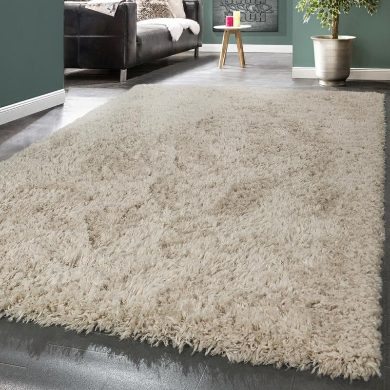 flauschiger Teppich in Cremeweiß