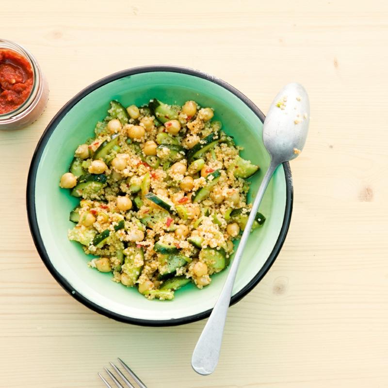 Salat mit Kichererbsen und Couscous