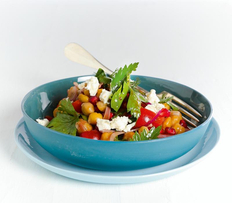 Salat mit Kichererbsen und Feta