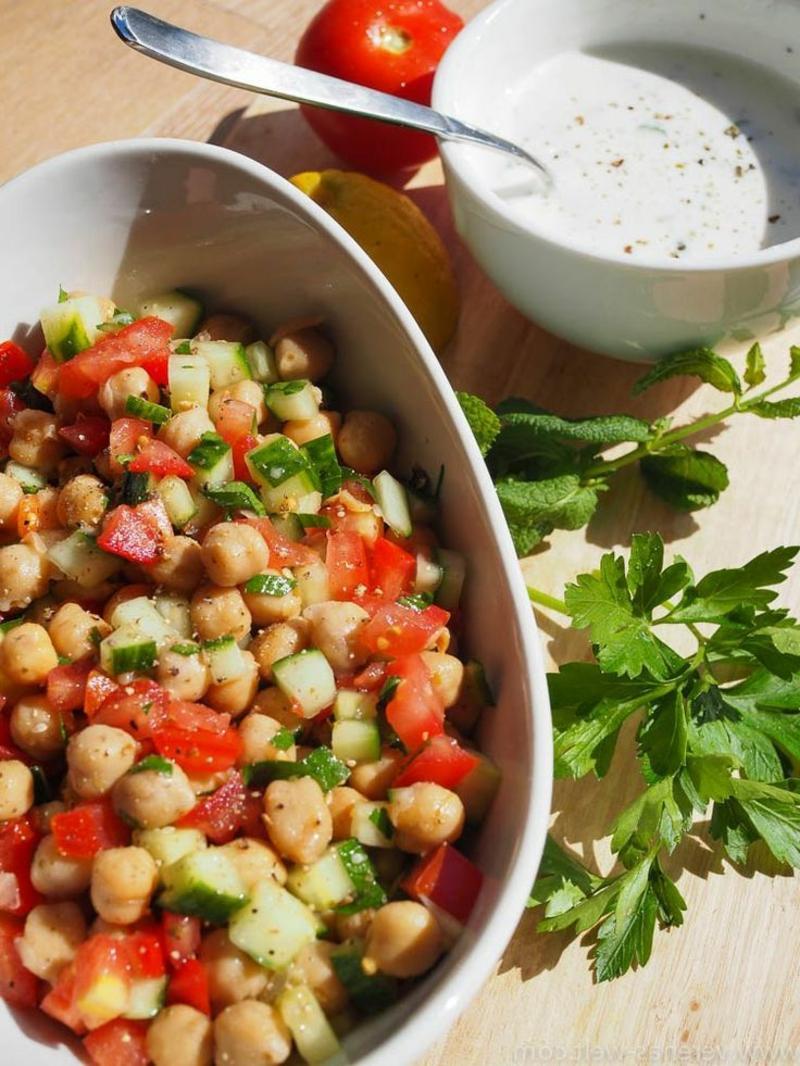arabischer Salat servieren