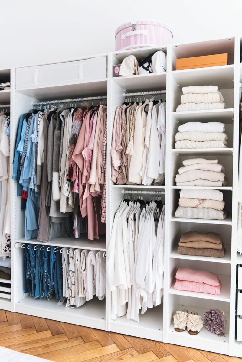 offenes Regalsystem Kleidung anordnen Tipps