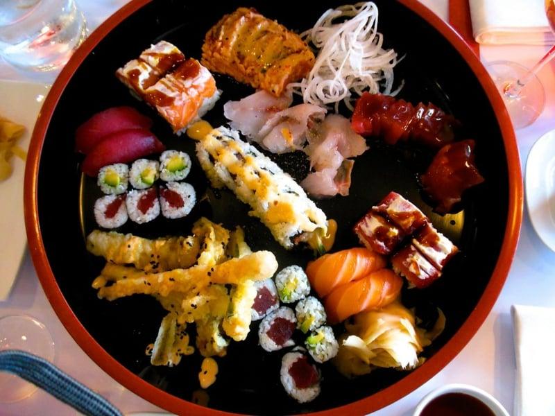 Sushi Platte frische Zutaten sehr lecker