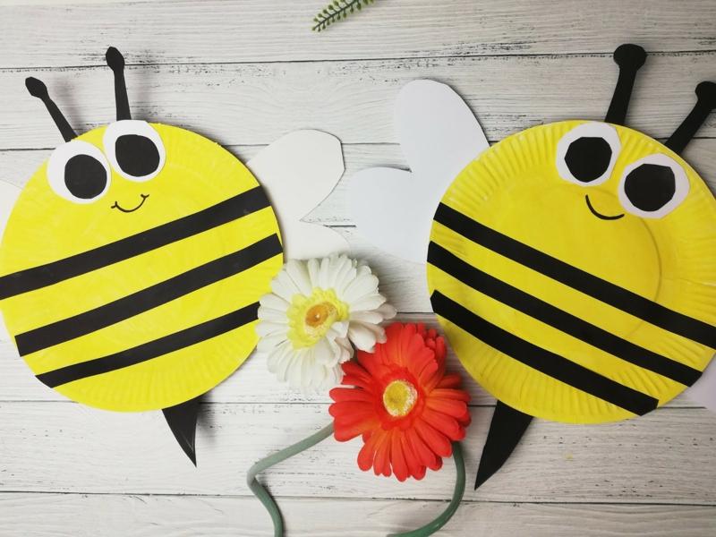 lustige Bienen aus Papptellern