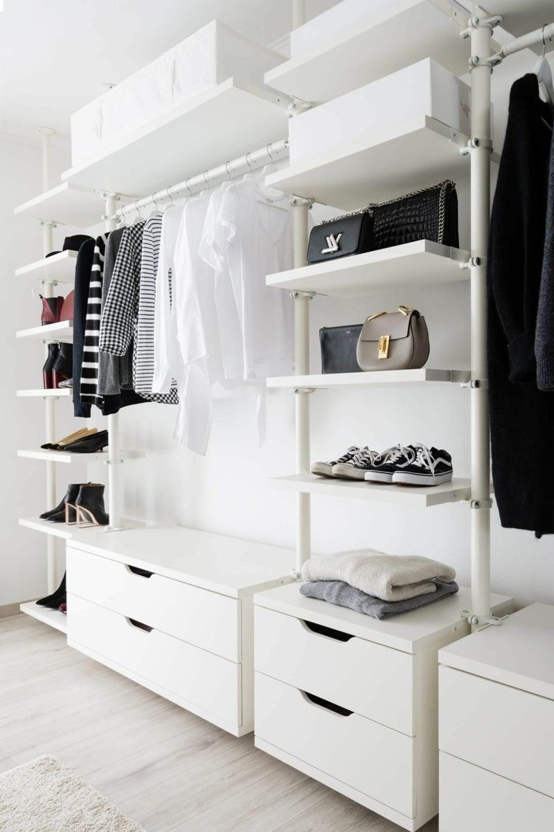 offener Kleiderschrank Stangen Regale Schubladen