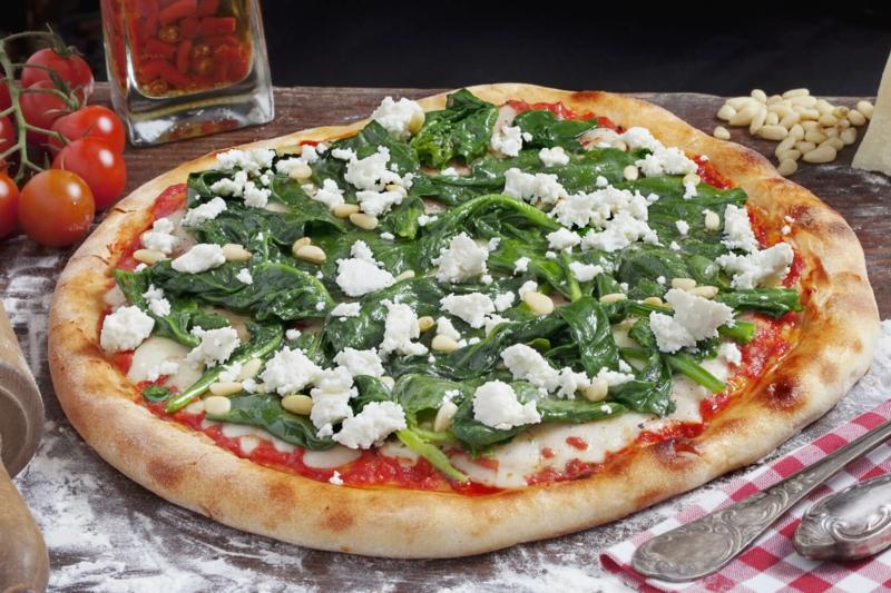 Blattspinat Pizza mit Schafskäse