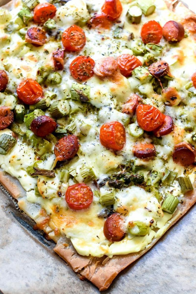 leckere Pizza mit Tomaten