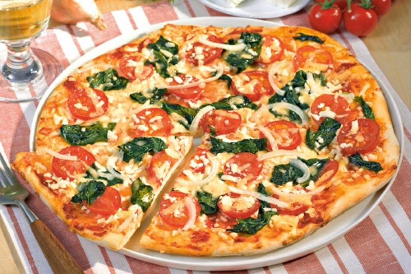 Pizza mit Gemüse selber machen Tomaten Spinat