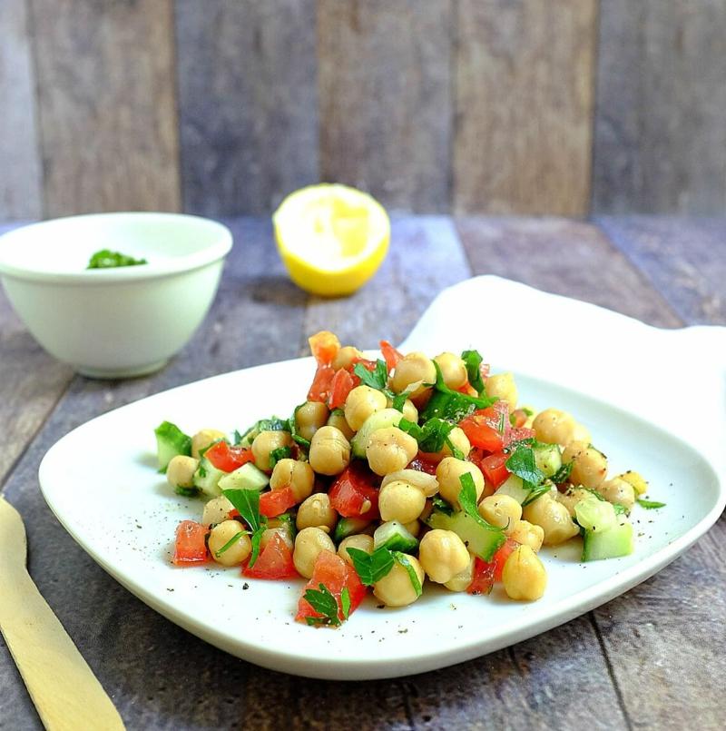 Salat mit Kichererbsen selber zubereiten
