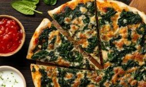 Blattspinat Pizza seler machen Rezept