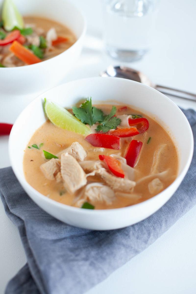 leckere Suppe mit Hähnchenfleisch