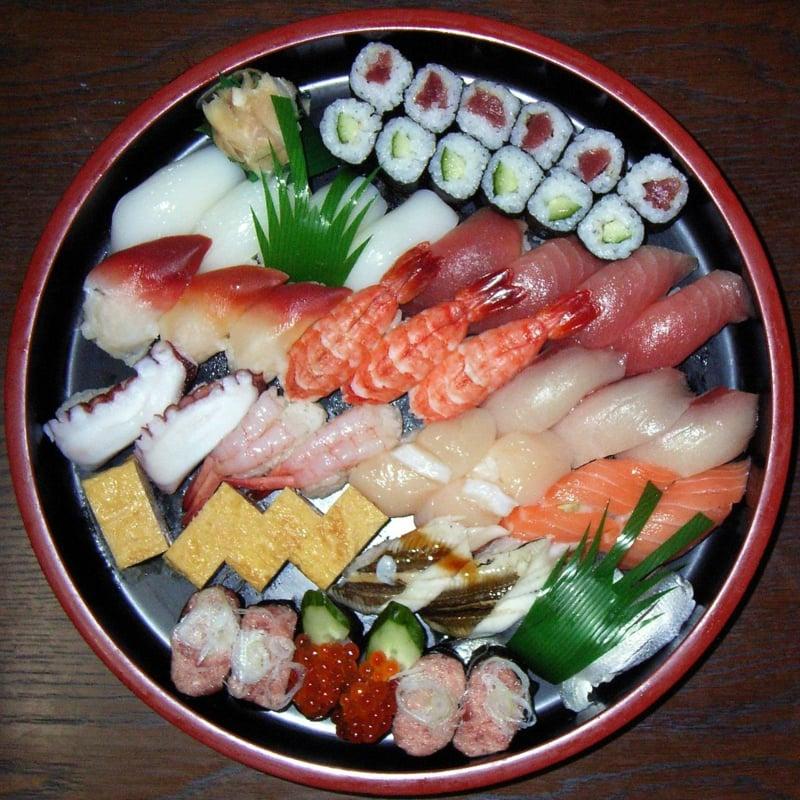 Sushi Platte originell arrangieren