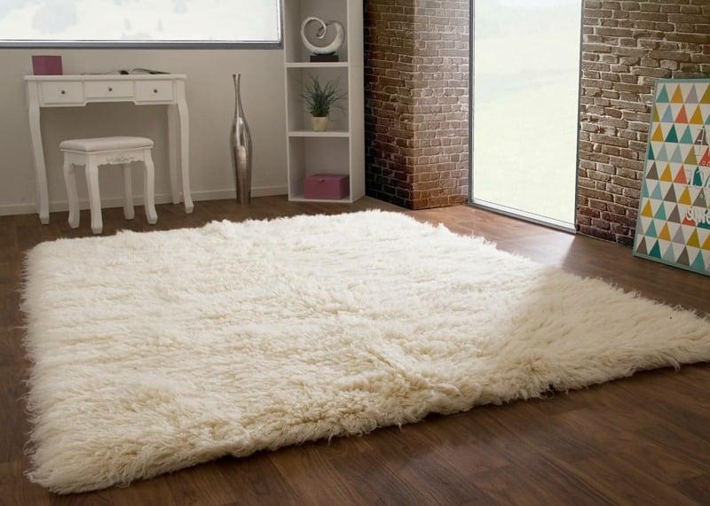 Flokati Teppich aus Wolle weiß