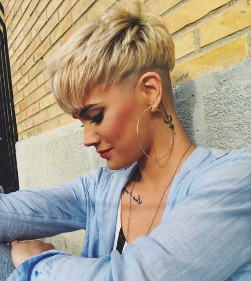 Undercut blonde Haare stylisch