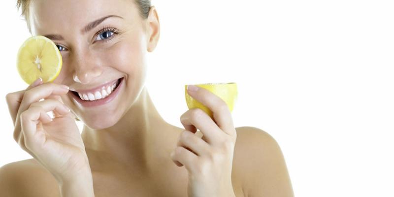 Zitronen Haut reinigen