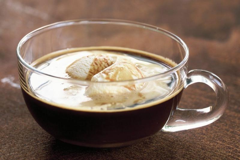 Vanilleeis mit Espresso Kaffee Affogato