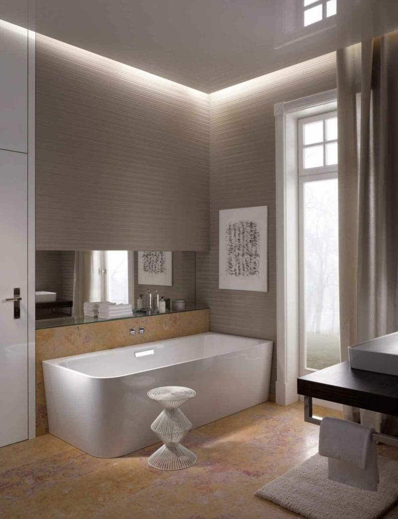 modernes Bad Badewanne Akzentbeleuchtung