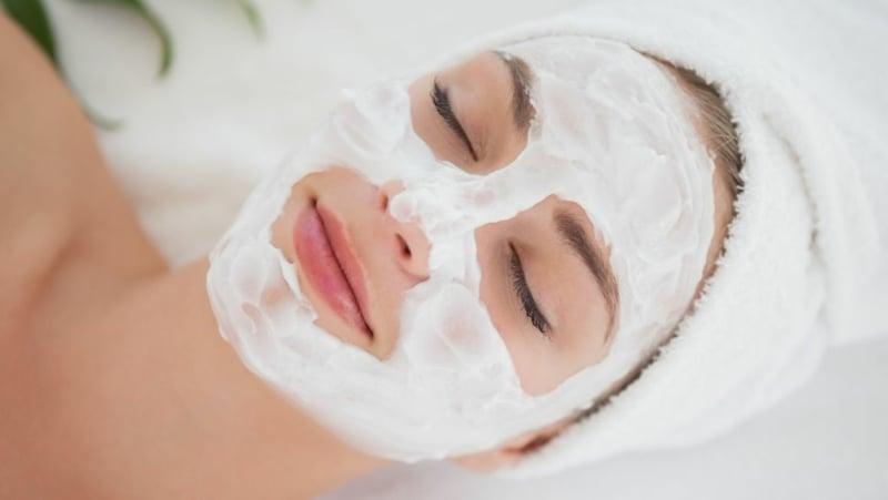 Gesichtsmaske mit Joghurt