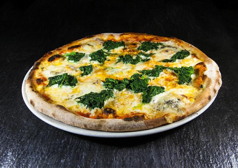 Pizza mit Gorgonzola und Spinat leichtes Rezept