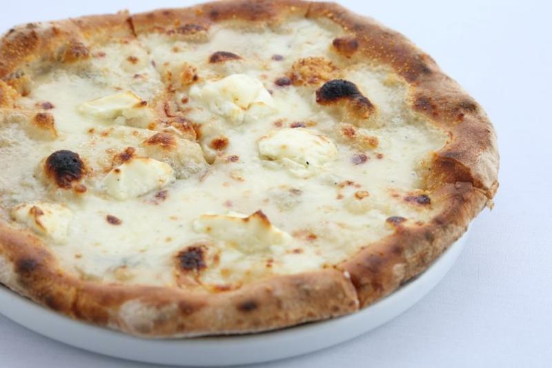 Oregano Pizza mit 4 Käsesorten