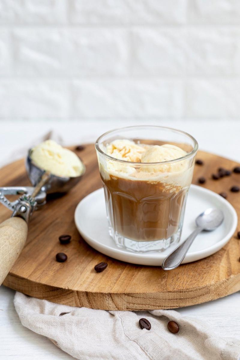 Vanilleeis mit Espresso