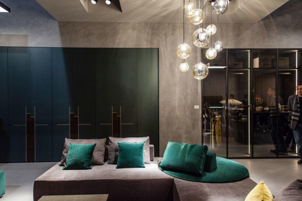 Moderne Beleuchtung als Akzent in Wohnzimmer