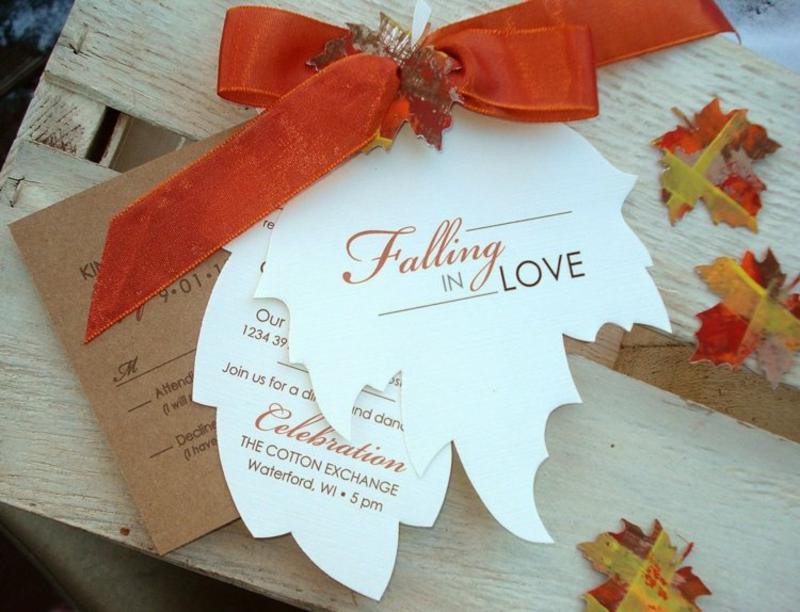 Hochzeit Einladungen gestalten Schleife Blätter Papier