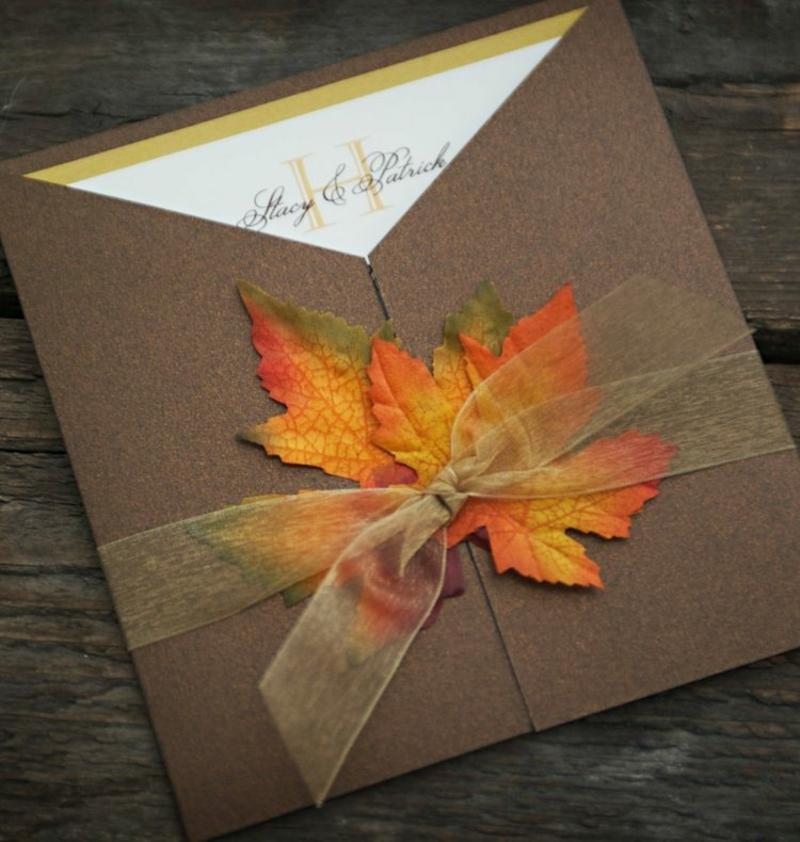 Hochzeit Einladungen gestalten Schleifen Laubblätter