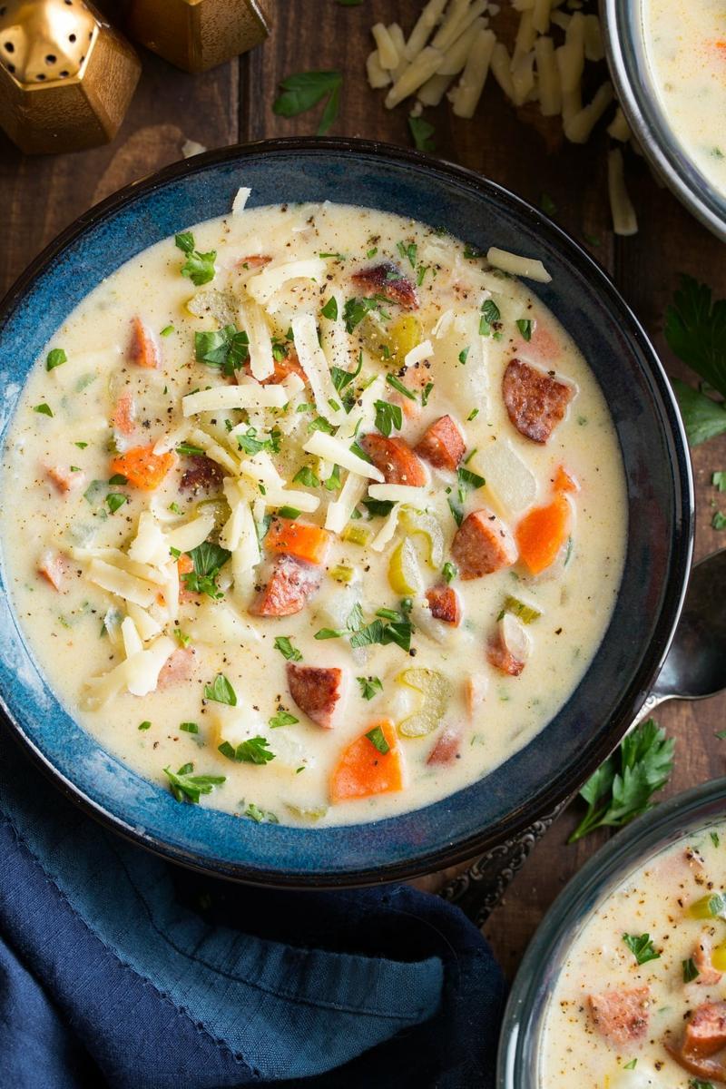 Kartoffelsuppe machen mit Fleisch und Gemüse