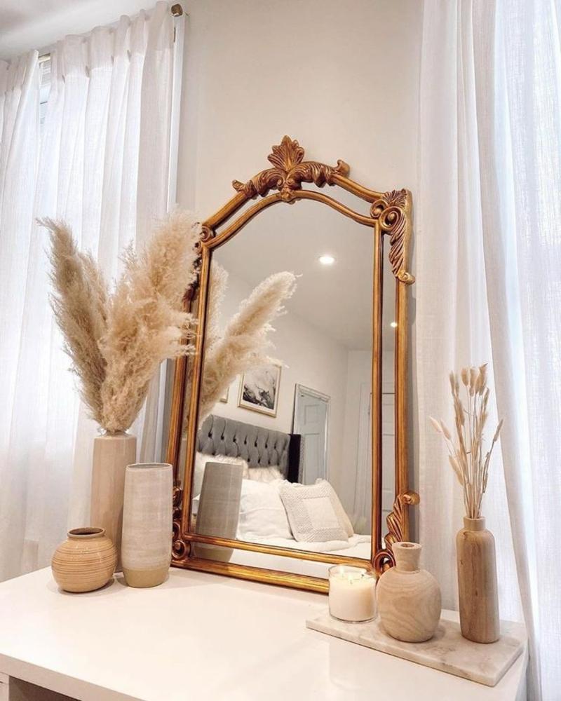 Pampasgras neben dem Spiegel herrlicher Look