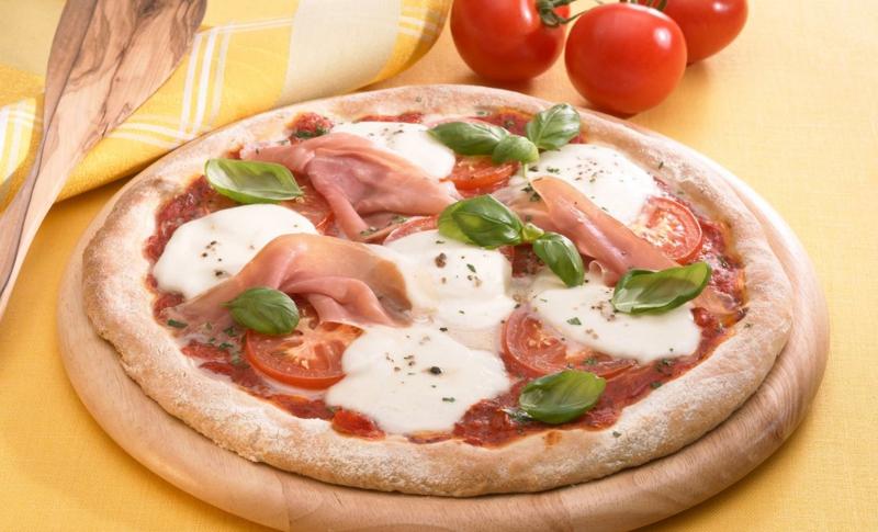 Pizza mit mozzarella und Cherry Tomaten