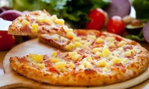exotische Pizza mit Ananas