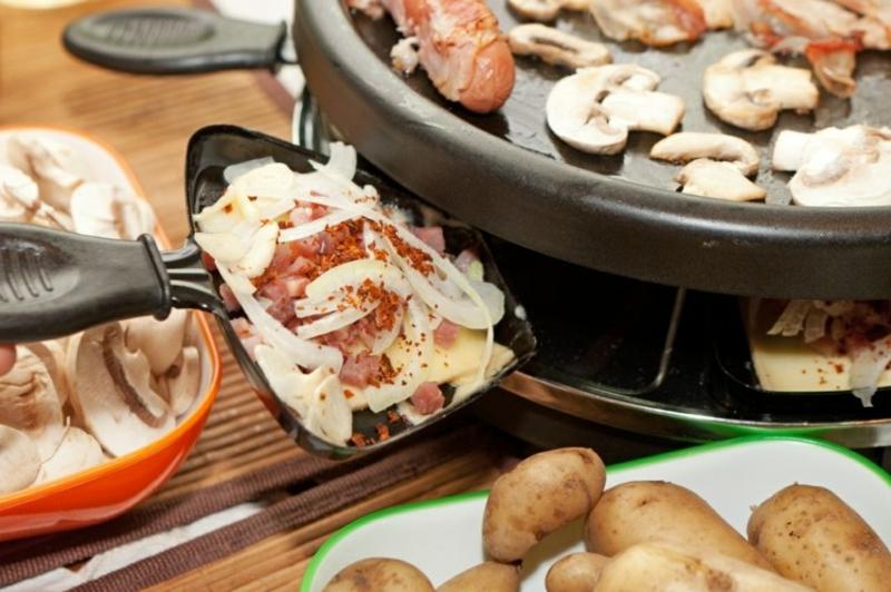 Schmelzkäse servieren mit Pilzen