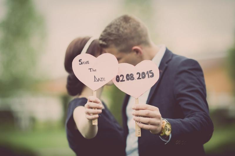 Schilder Herzform Hochzeitsdatum geschrieben