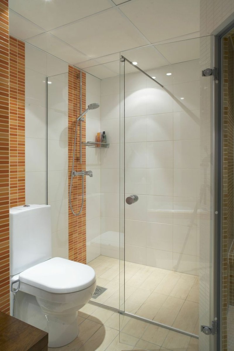 modernes Badezimmer weiß