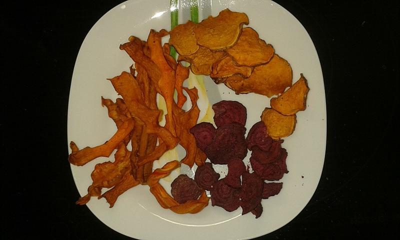 Gemüsechips essen