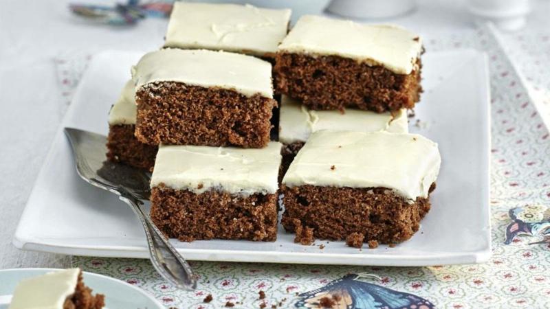 Kuchen überziehen mit Zuckerguss