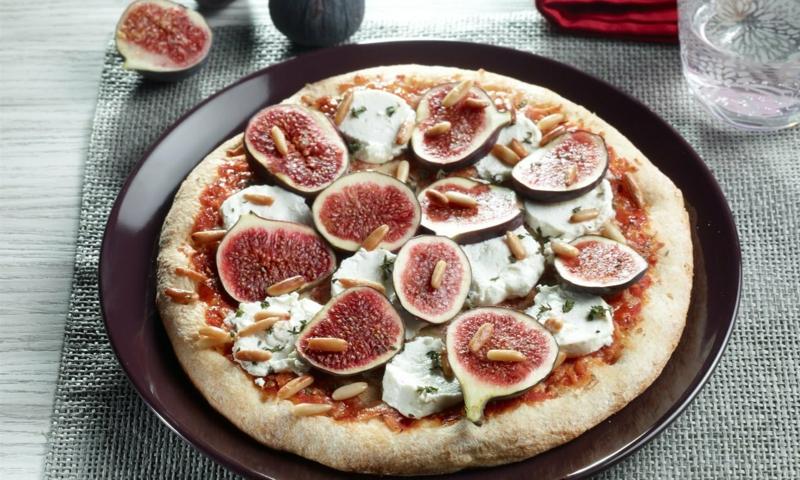 Pizza mit Feigen knusprig