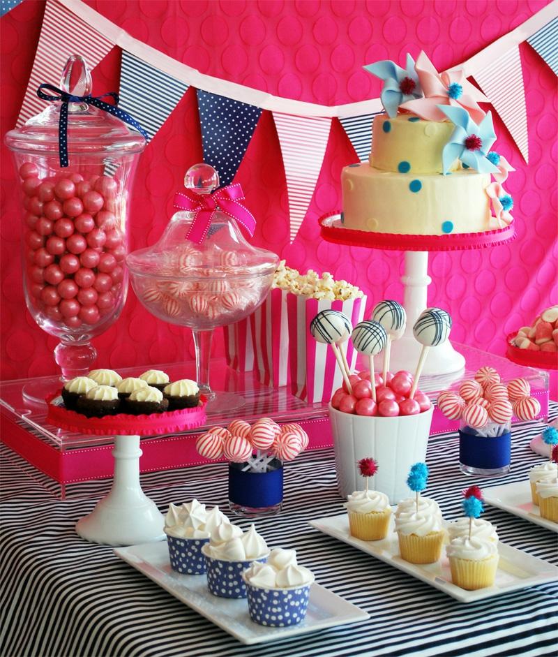 Tischdeko für Geburtstag bunt fröhlicher Look