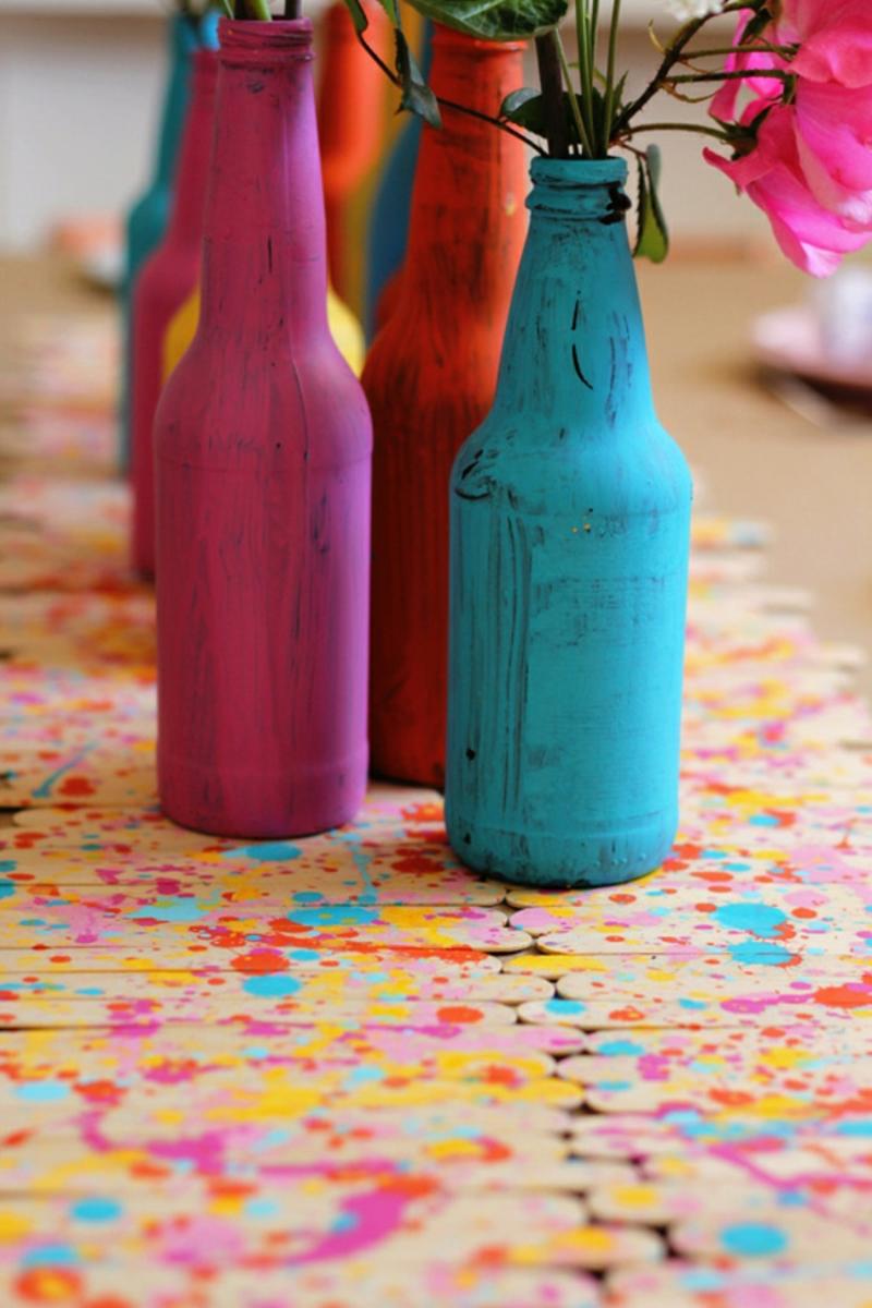 Flaschen einfärben und als Vasen verwenden