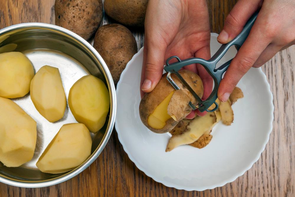 Kartoffeln schälen Suppe kochen