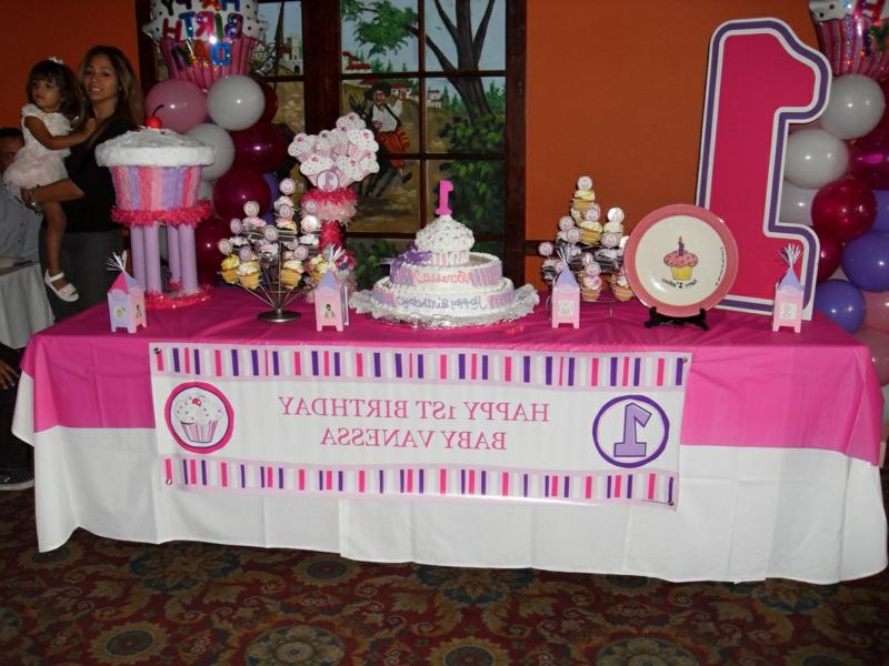 Tischdeko für Geburtstag rosa und weiß