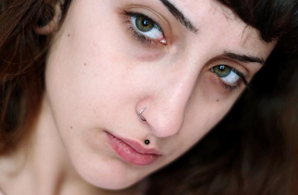 Medusa Piercing Metall schwarz